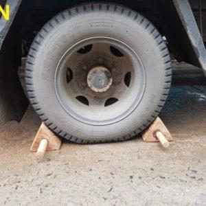 cục canh bánh xe bằng gỗ